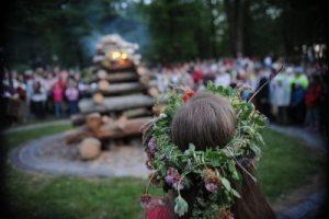 La festività di Jani: le tradizioni del solstizio in Europa alla vigilia del 24 giugno