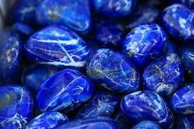 Le proprietà dei cristalli blu