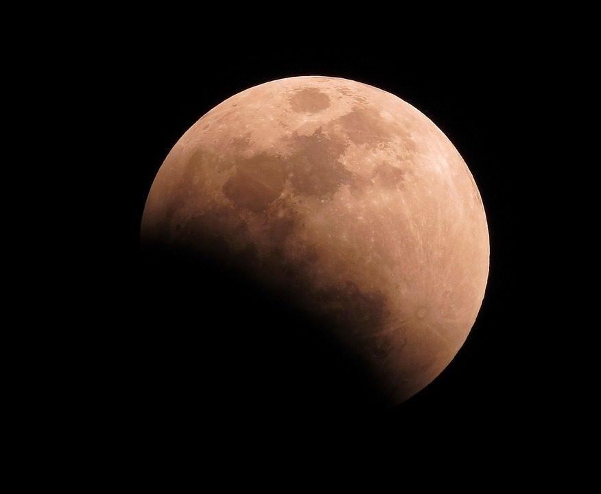 Eclissi di Luna 27 luglio 2018: combattere per la vittoria