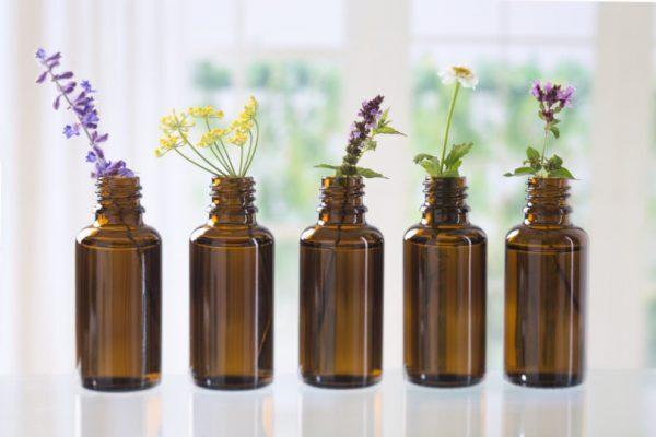 Gli oli essenziali della salute: guida pratica contro i mali di stagione
