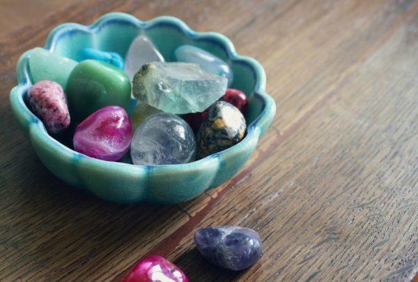 Bagno con i cristalli: quali usare, perché usarli e come trarne beneficio