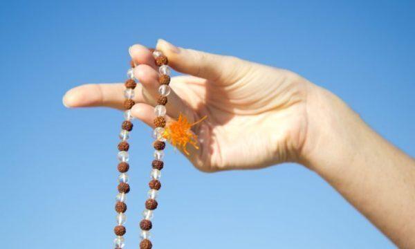 La forza e la bellezza del mantra della Gayatri: la preghiera universale dei Veda. Significato e spiegazione.