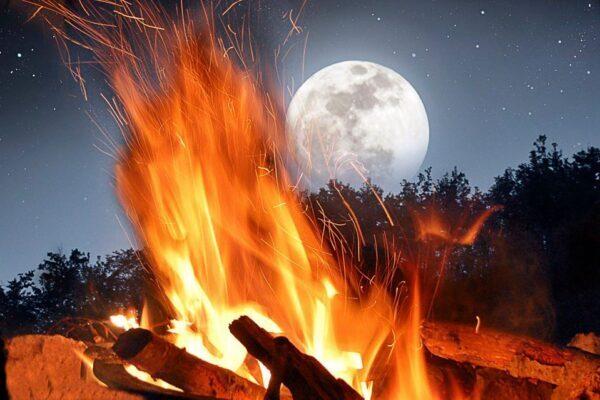 Luna piena del 7 maggio in Vishaka: onora il tuo fuoco interiore