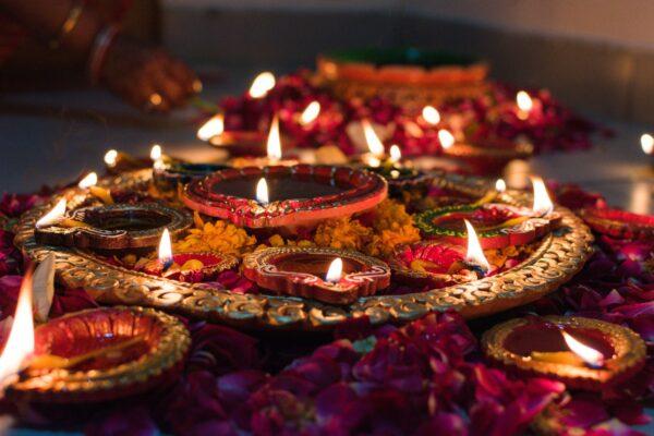 Luna nuova in Vishaka 15 novembre: punta in alto e onora la Luce