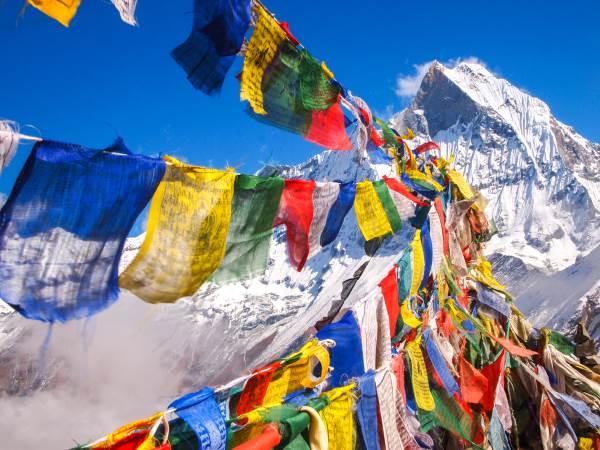 Cosa sono le bandiere di preghiera e come usarle a beneficio di tutti